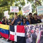 VENEZUELA: Un grupo de dominicanos se manifiesta en apoyo a nuevo mandato de Nicolás Maduro