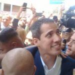 El líder opositor Juan Guaidó regresó este lunes a Venezuela; no fue arrestado