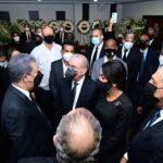Expresidente Danilo Medina asiste a velatorio madre de Leonel Fernández